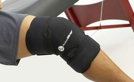 Knee Wrap Promotes Heat, Compression, and Ice Therapy