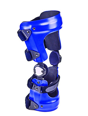 Knee braces can help protect knee  ligaments from injury or re-injury for athletes who participate in sports such as football, motocross, or skiing.
